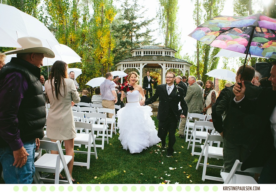 Kisses in the Rain :: {Christine and Pete's Missoula Wedding at the Gibson Mansion}